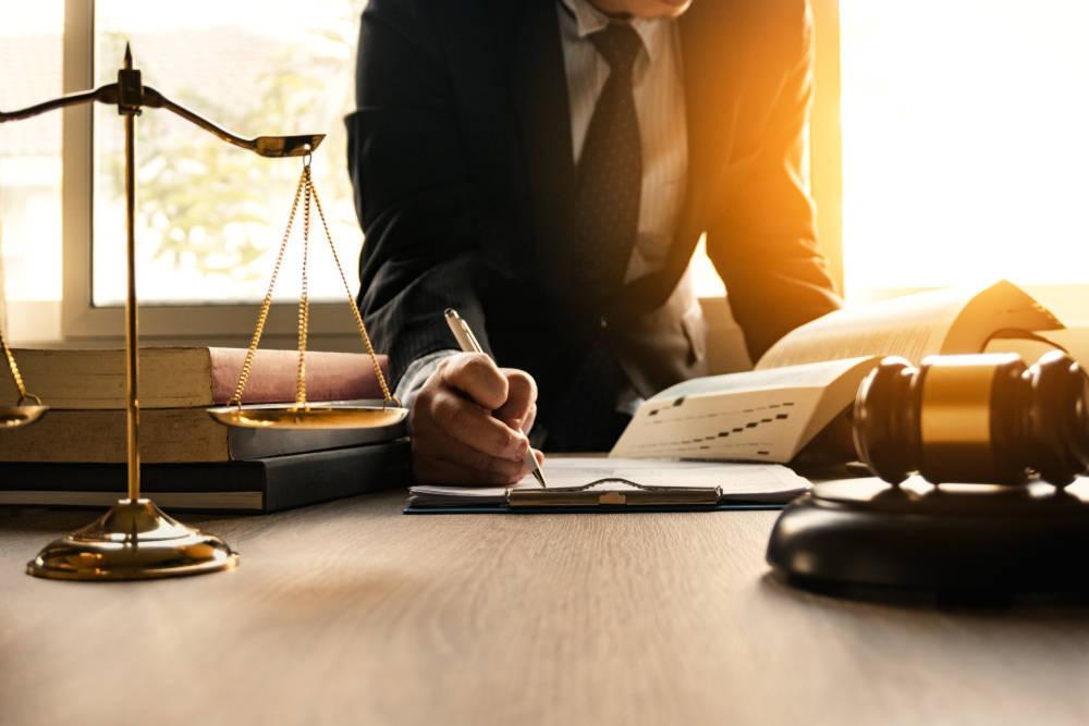 ¿En qué consiste el trabajo de procurador?